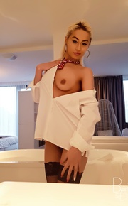 sexy blondy annays